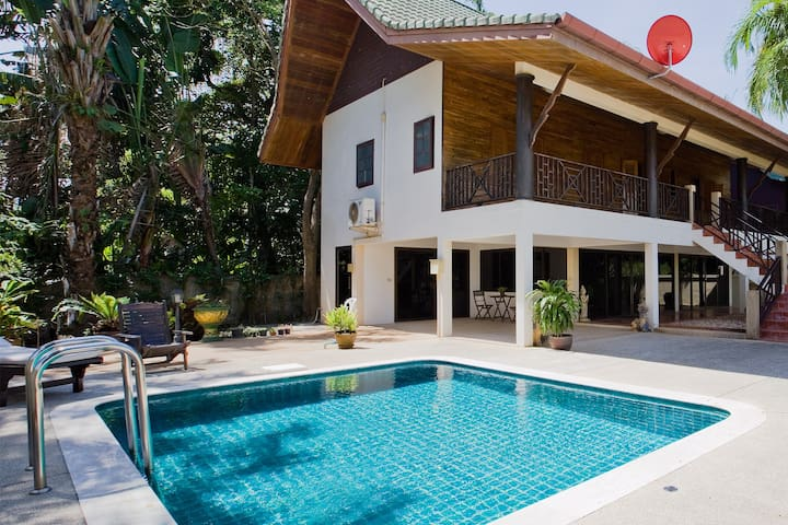 Huge 3br villa with great area, private pool!