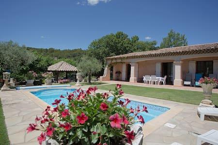 Villa, piscine privée exclusivement aux locataires