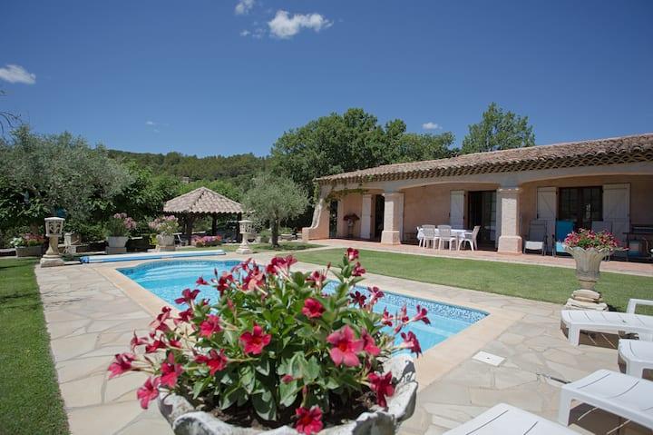 Spacieuse Villa ,piscine calme et sans vis à vis