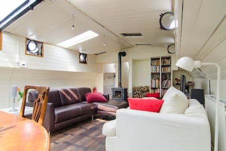 Authentic houseboat with comfort - Boot