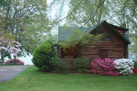 Mountain Style Lake Front Log Home - Lake Norman of Catawba