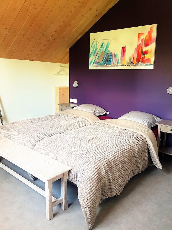 Agathe et Titi chambre violette