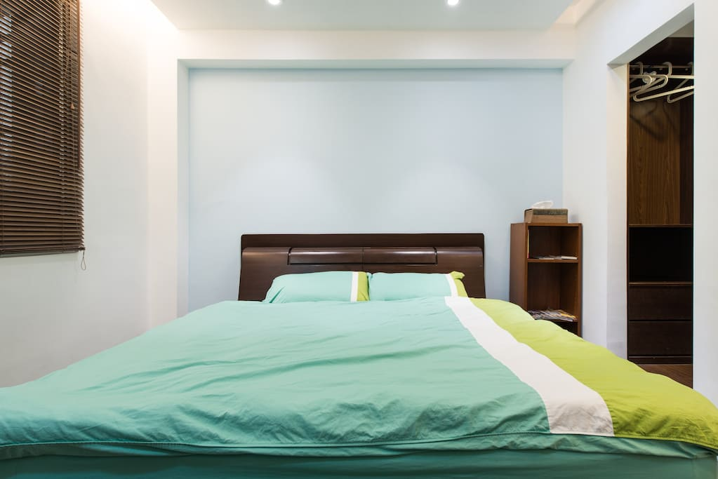 24h spacious modern flat with wifi near mrt flats for rent in zhongzheng district Master bedroom for rent near serangoon mrt
