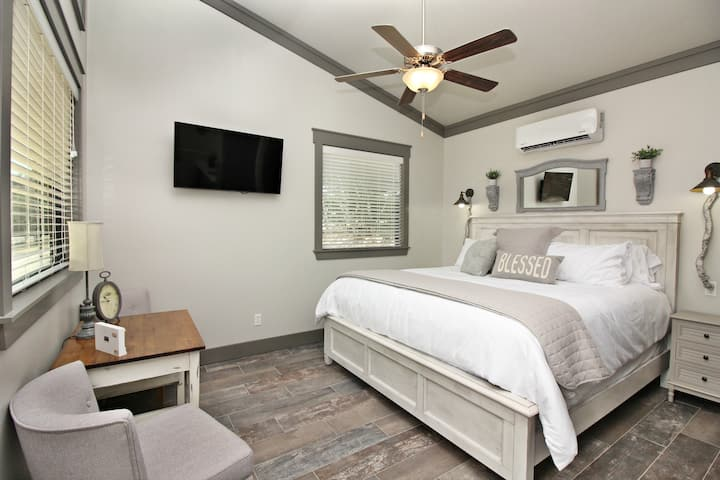 Green Acres Cottages -Dripping Springs Suite