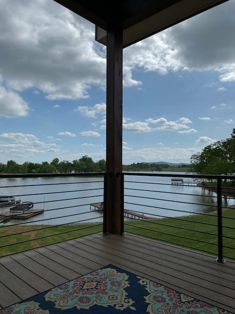 Taylor's by the Lake. 1 bedroom,1.5 bath apartment