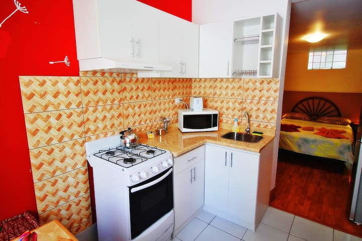 5 Miraflores Studio kitchen & Bath up to 4 guests