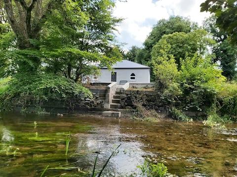 Monas hytte ved elven Brosna