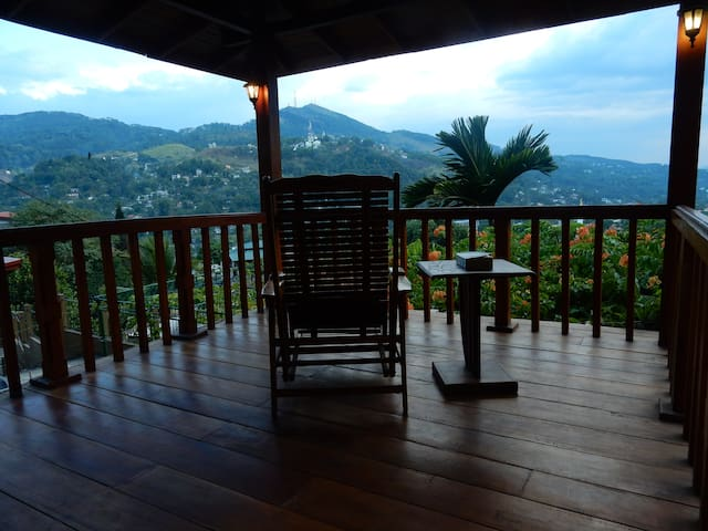 Great view, Bernard's House - Kandy - Wohnung
