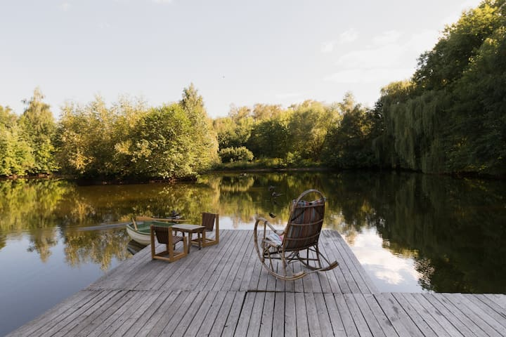A lovely lake house- 25 mins from Warsaw downtown - Warszawa - Houten huisje