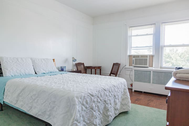Room in Queens NY  near LGA