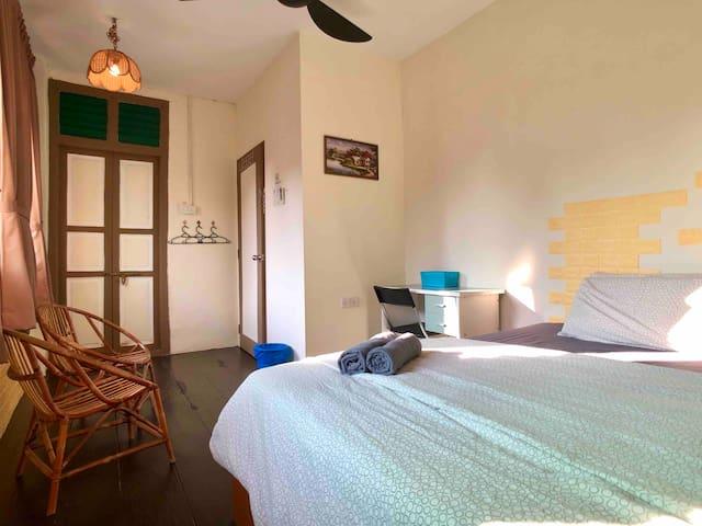 Olaedoen-jib@Lebuh Pantai|Room 3+Bathroom|WiFi|AC