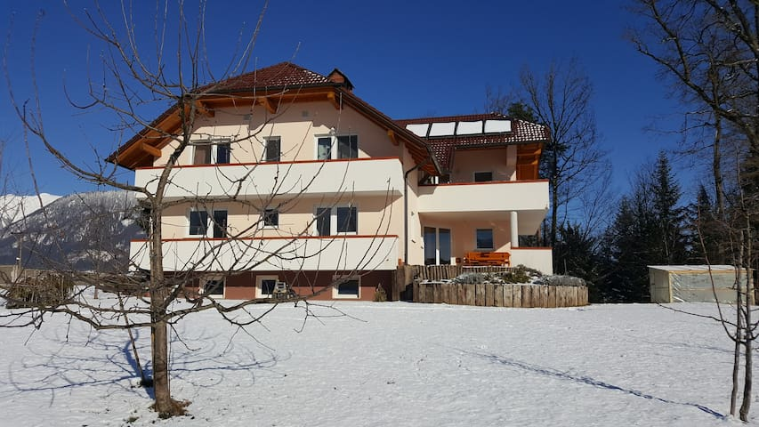 Beautiful apartment- amazing view, 10 min to Bled - Črnivec - Apartemen