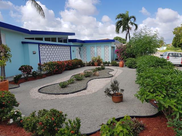 Private home in the center of Oranjestad!
