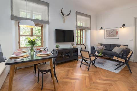 River view apartment in the Historic City Centre