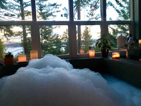 Nature House: Warm up in the soaking tub for two!