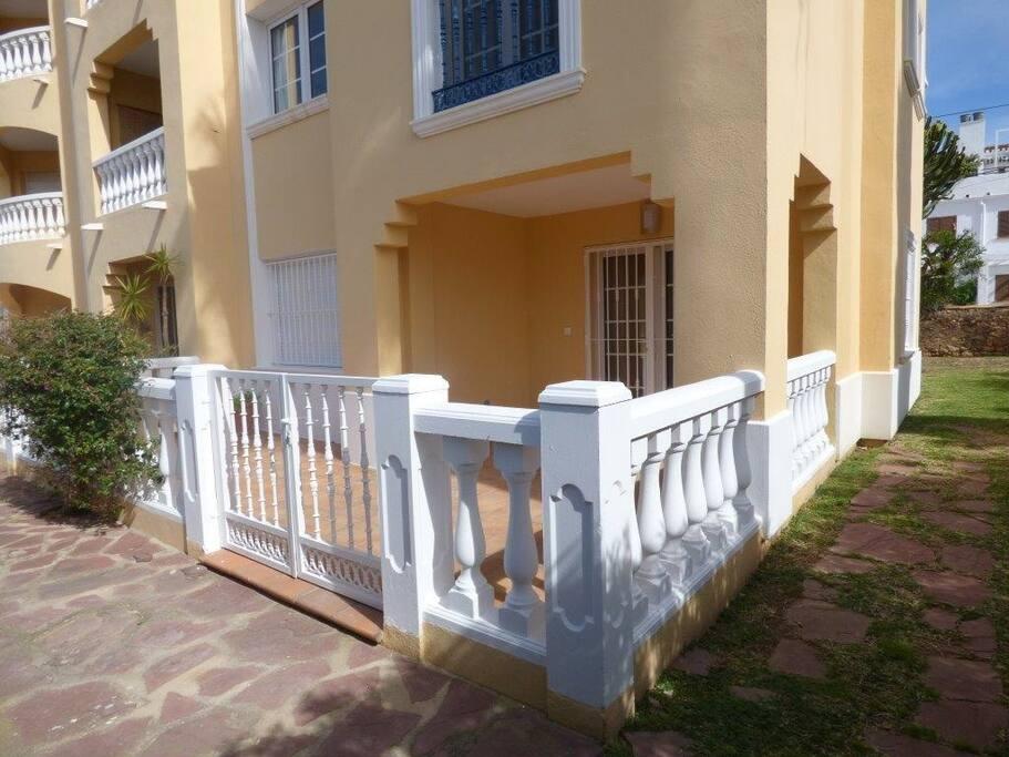 The Terrace & Garden // La terraza y jardín