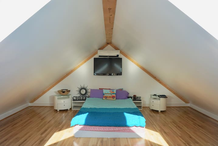 MODERN ATTIC 500 SQ FT