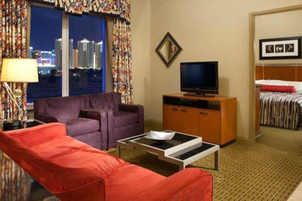 Living room and bedroom with all amenities, wifi.