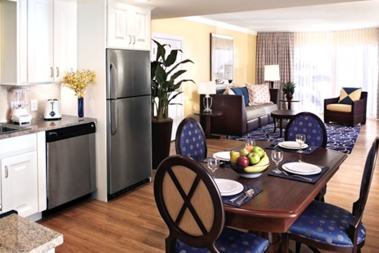 Full kitchen, dining, living room, Queen sofabed, king bedroom, bath with tub and shower, balcony.  Washer/Dryer in unit, two TVs, sleeps 4.
