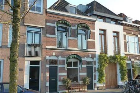 Slapen bij de Wolff - 's-Hertogenbosch - Bed & Breakfast