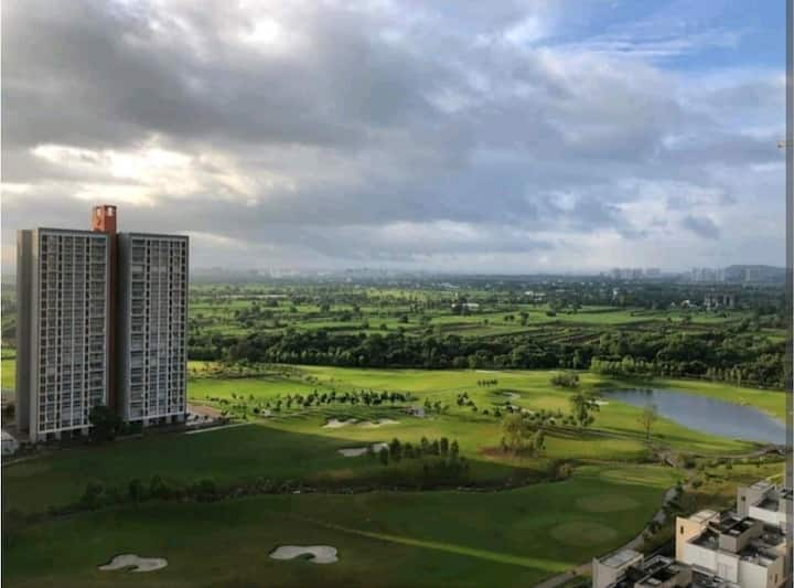 Abode aBove Clouds, Huge 3 BHK Facing Golfcourse