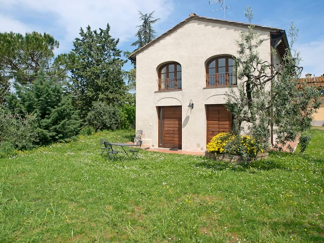 Private Hayloft with garden,Wi-FI / HOLIDAY- HOME. - Montespertoli - House