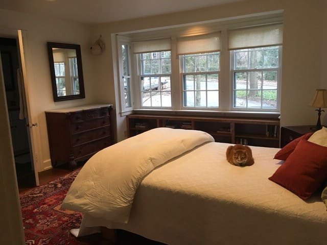 Cozy, private bed&bath in artistic Swarthmore home - Swarthmore - Huis