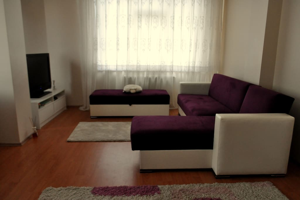 Another spot of the living room. Yes, I love purple :)