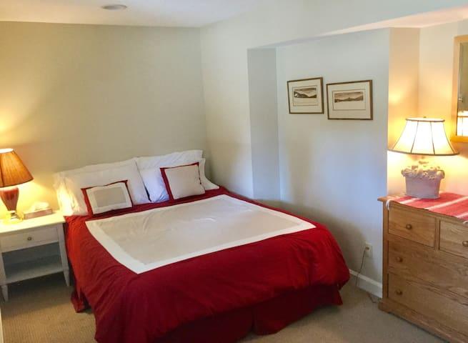 Dundarave Rental 3 Bedroom Suite