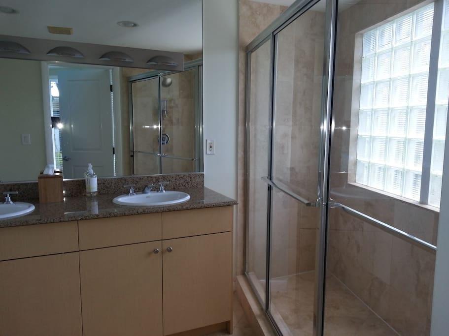 Queen bath