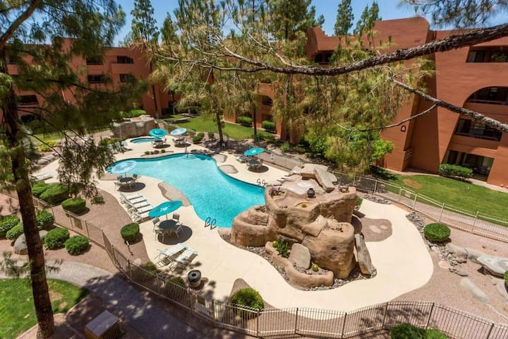 Condo on Golf Course with Pool View340