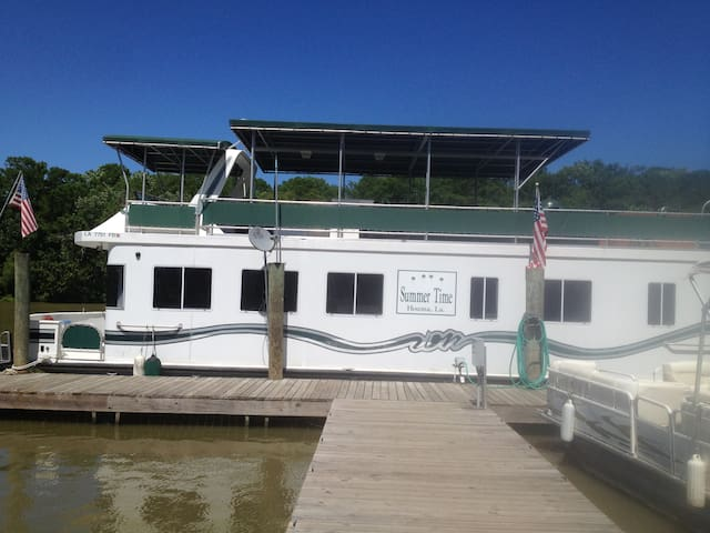 Spacious Houseboat w/ pontoon boat in Morgan City