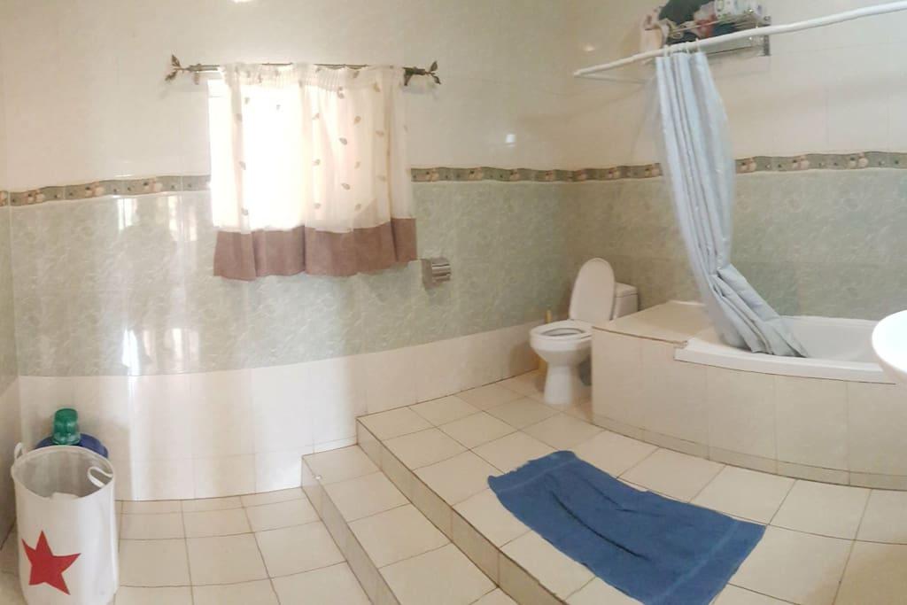 ensuite large bathroom