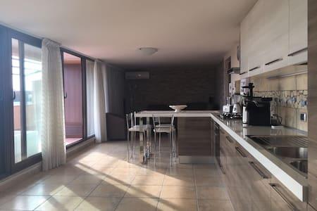 Bel appartement neuf et moderne. - Campania - アパート