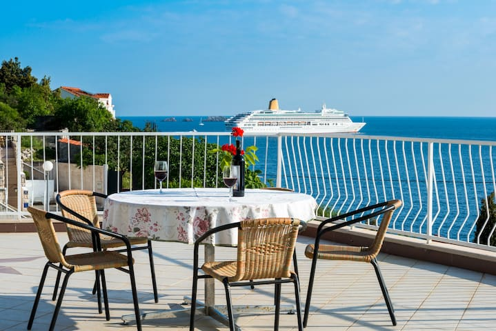 Apartments Matea - One-Bedroom with Sea View