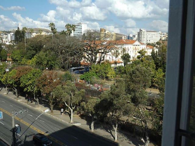 Kitnet no centro de Poços de Caldas - Poços de Caldas - Apartment