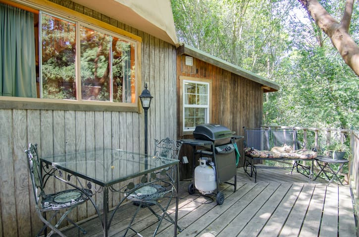 Out on the deck, you can enjoy a meal, BBQ or just relax. To the right and down the slope is the creekbed and Redwood Grove.