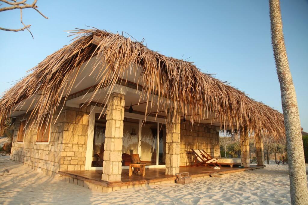 Bungalow spacieux en pleine nature sur une plage de sable blanc