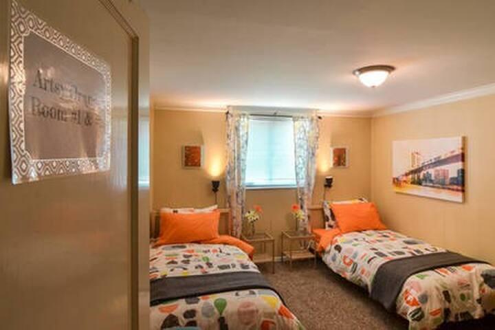 The Artsy Orange Private Room