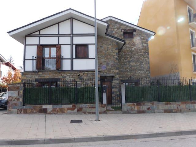 Fantastico adosado frente ciudadela - Jaca - Haus
