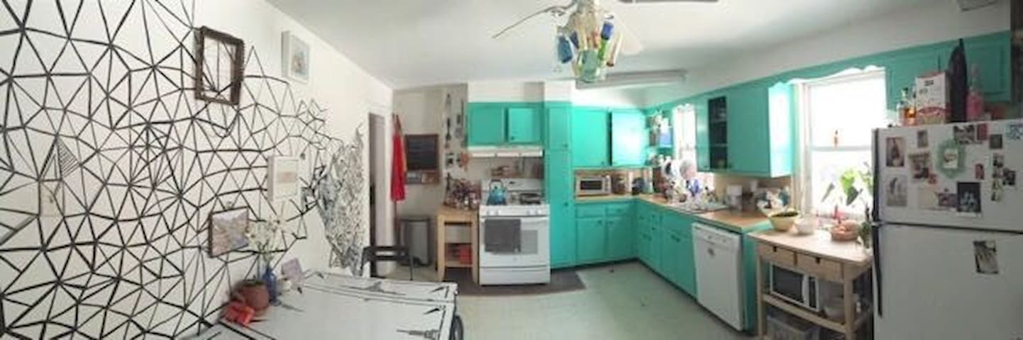 The One-And-Only Magical Greenpoint Palace - Brooklyn - House