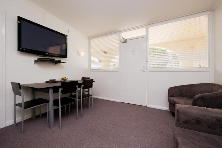 Budget 2 bedroom/Free Parking/Free Wi-Fi Available - Griffith - Apartment