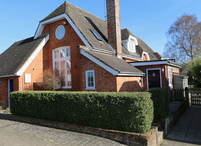 Studio apartment.  Nuffield, nr Henley on Thames