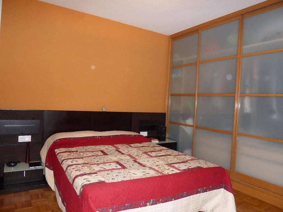 Alquilo habitaci n independiente appartamenti in affitto for Alquilo habitacion amplia