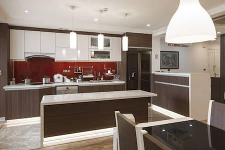 Modern Room with Full Sunshine - Hanoi - Apartament