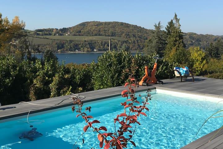 Maison avec piscine au bord du lac Paladru