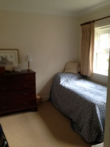 Single room in nice family home