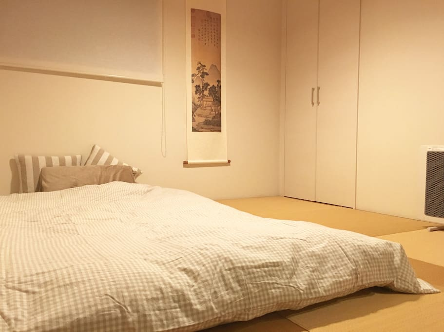 Bedroom:100%wool mattress and all bed goodings from Muji. 全羊毛床垫,床品全部采购自无印良品。