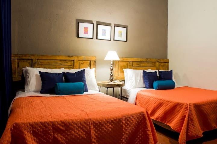 Antigua suite, Near central park