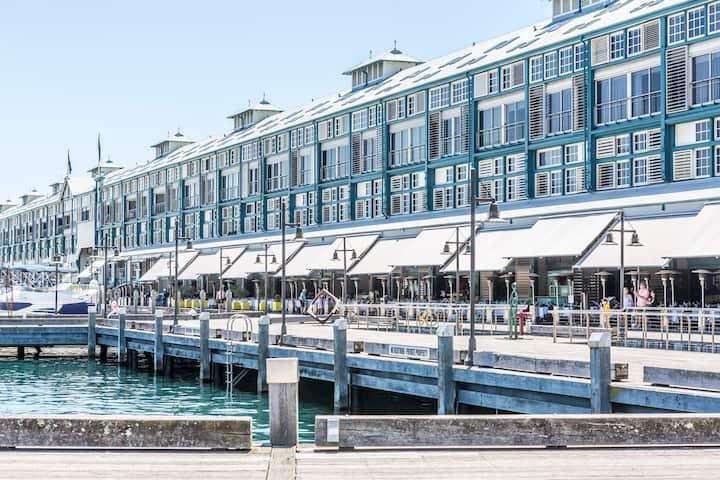 2 Bed Suite City & Harbour Views + Cable TV